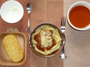 ペンネミートソース,ハッシュドポテト,野菜スープ,ヨーグルト