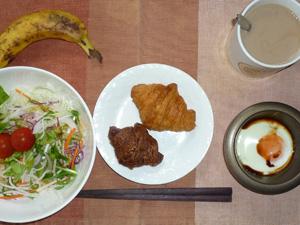 ミニクロワッサン(チョコ・プレーン),サラダ,目玉焼き,バナナ,コーヒー