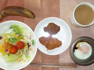 ミニクロワッサン(チョコ・プレーン)サラダ,目玉焼き,バナナ,コーヒー