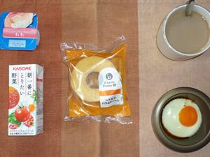 バウムクーヘン,野菜ジュース,目玉焼き,ヨーグルト,コーヒー