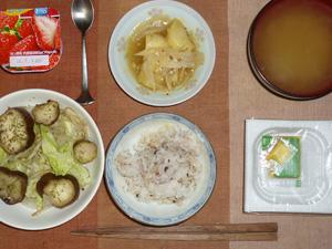 胚芽押麦入り五穀米,納豆,ジャーマンポテト,蒸し野菜,ワカメのおみそ汁,ヨーグルト