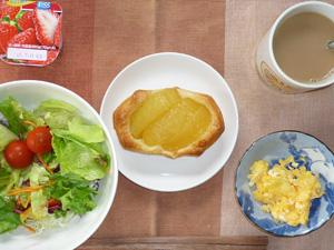 アップルパイ,サラダ,スクランブルエッグ,ヨーグルト,コーヒー