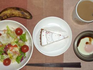 レアチーズケーキ,サラダ,目玉焼き,バナナ,コーヒー