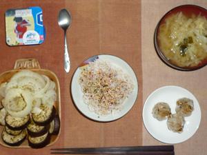 胚芽押麦入り五穀米,梅ふりかけ,焼き茄子と焼き玉葱のハーブ,焼売×3,キャベツのおみそ汁,ヨーグルト