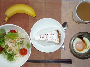 木苺のレアチーズケーキ,サラダ,目玉焼き,バナナ,コーヒー