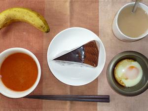 チョコレートケーキ,野菜スープ,目玉焼き,バナナ,コーヒー