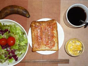 イチゴジャムトースト,ひき肉入りスクランブルエッグ,サラダ,バナナ,麦茶