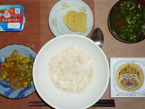 玄米粥,納豆,沢庵,玉葱とミックスベジタブルのソテー,葉葱のおみそ汁,ヨーグルト
