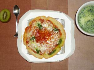 ピザマルガリータ,ほうれん草ポタージュ,キウイフルーツ