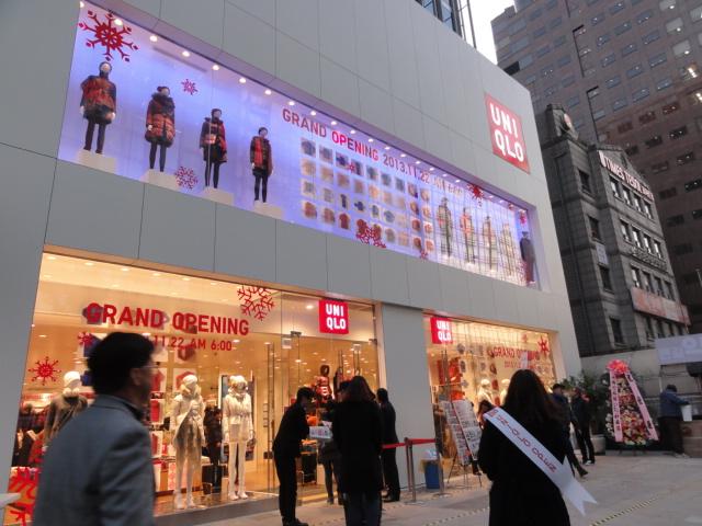 2013年11月22日 江南ユニクロ 店の前
