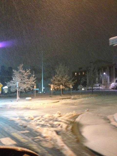 雪のビル1