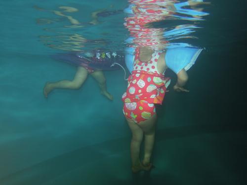 プール水中