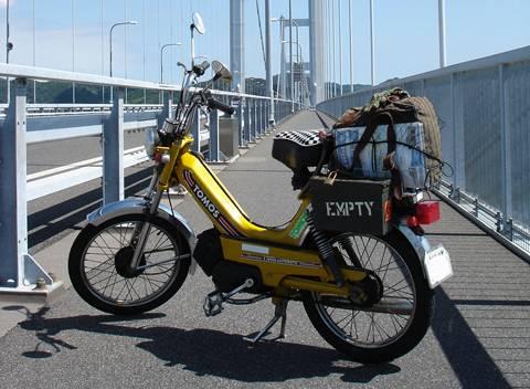 自転車の 自転車バイク トモス : 黄色のトモスというモペットを ...