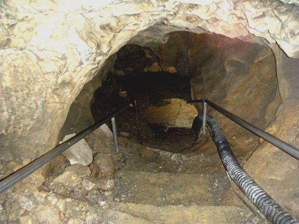 洞窟入り口付近