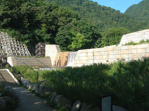 巨大な砂防ダム