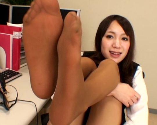 パンストの蒸れた足裏で足コキ&パンスト直履きで尻コキのサンプル足フェチDVD画像1