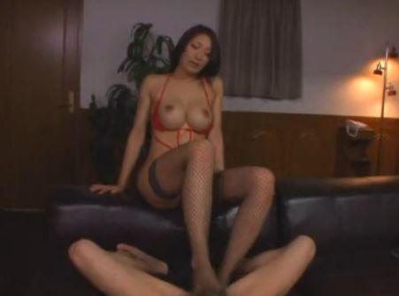 寸止め変態痴女の小早川怜子が網タイツ美脚で足コキのサンプル足フェチDVD画像1