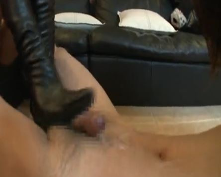 ニーハイブーツを履いた痴女2人に強制射精のブーツコキのサンプル足フェチDVD画像6