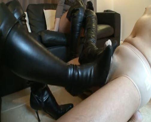 ニーハイブーツを履いた痴女2人に強制射精のブーツコキのサンプル足フェチDVD画像2
