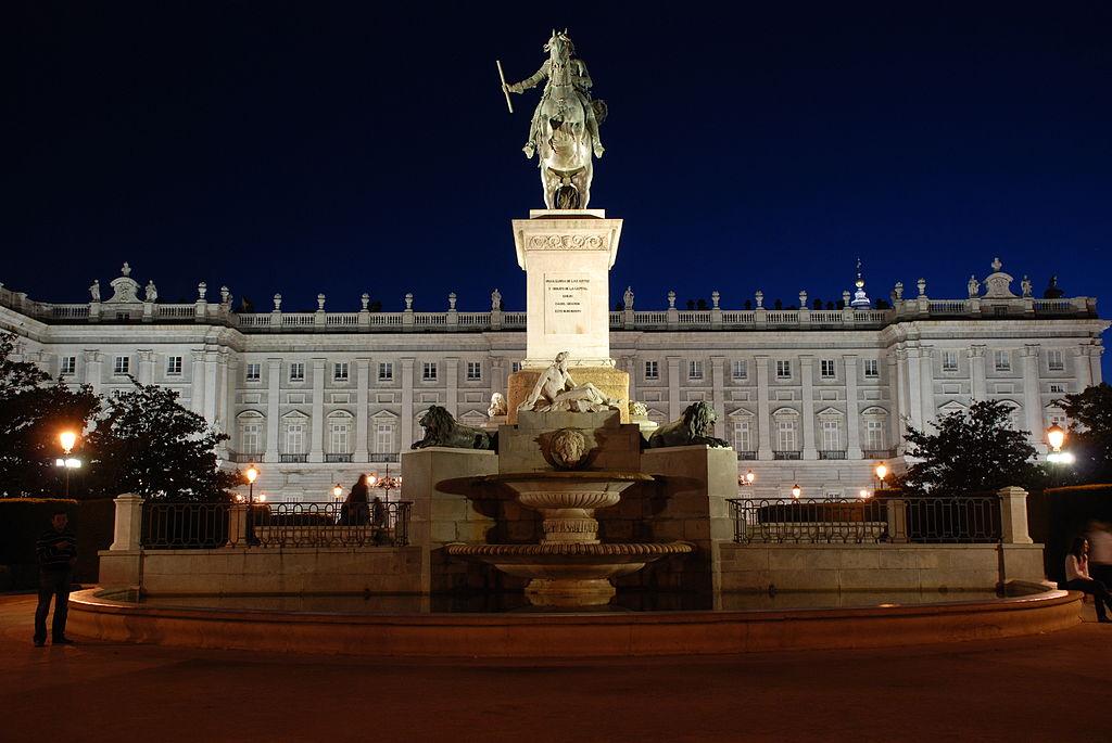 1024px-Madrid_Royal_Palace_at_Night.jpg
