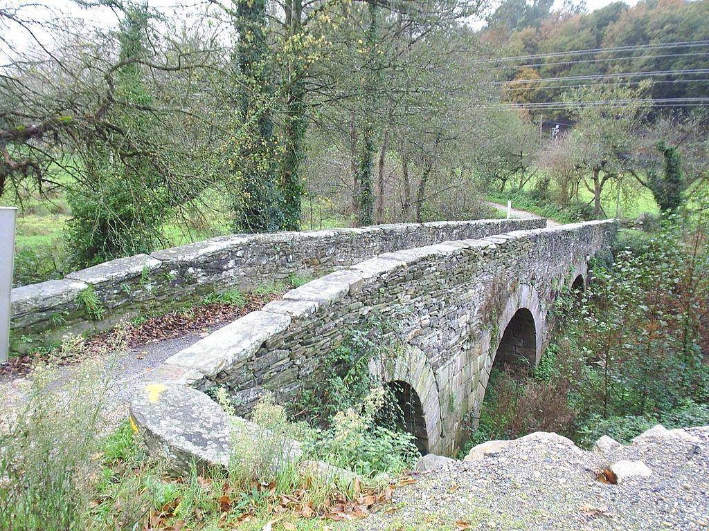 PonPonte de Áspera - romanic style bridge from 12th century.