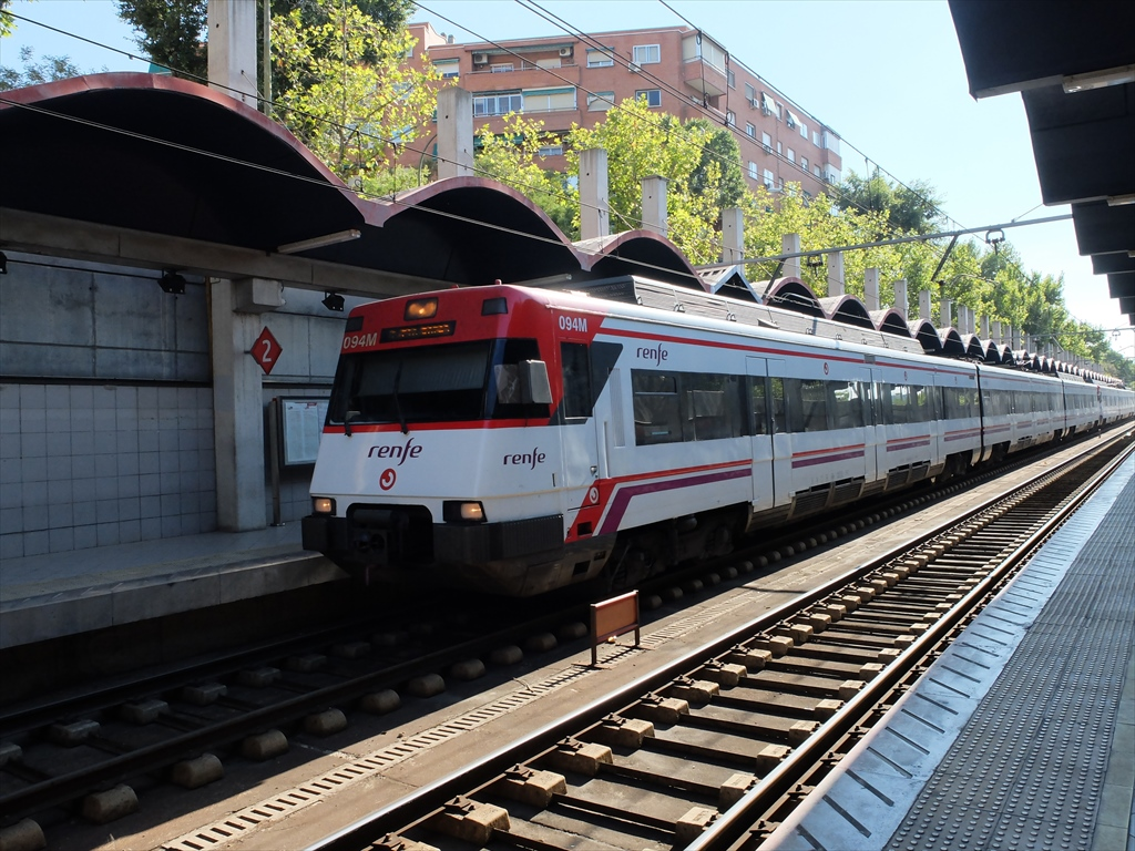 renfeの方のデリシャス駅にて_2
