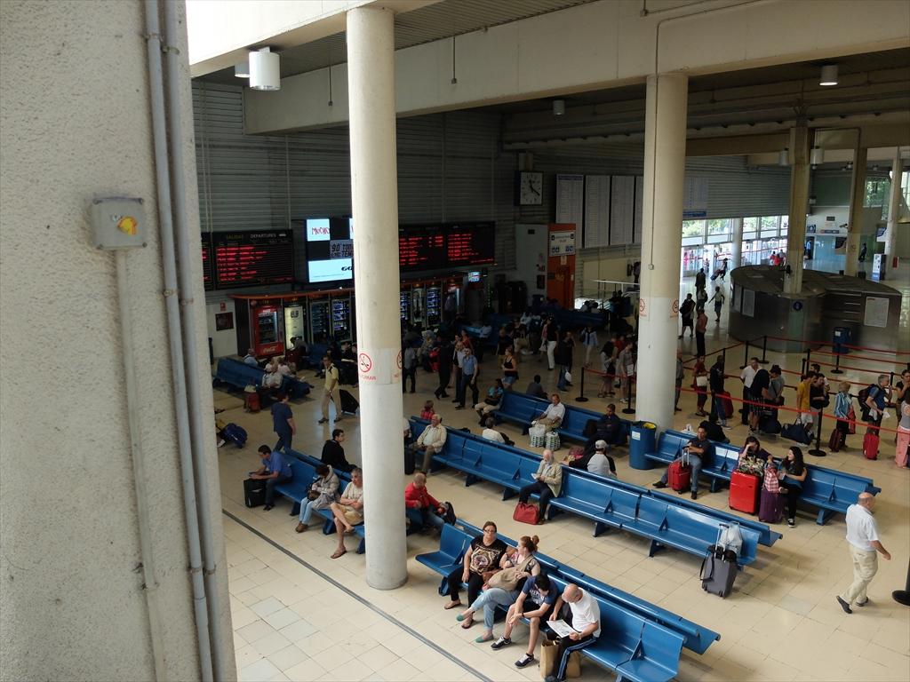M.ALVAROの長距離バスセンター