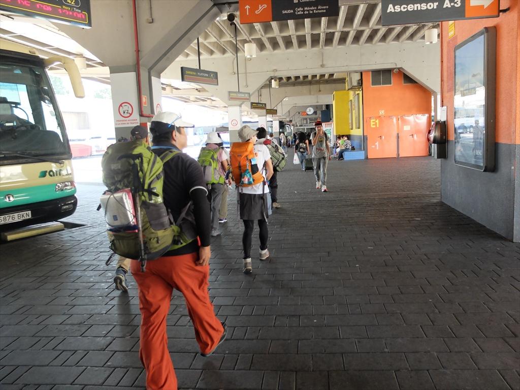 12:00発レオン行きの長距離バス乗り場に向かう