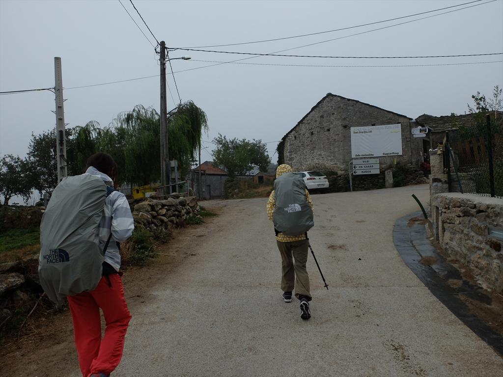 雨支度をして歩き始める_1