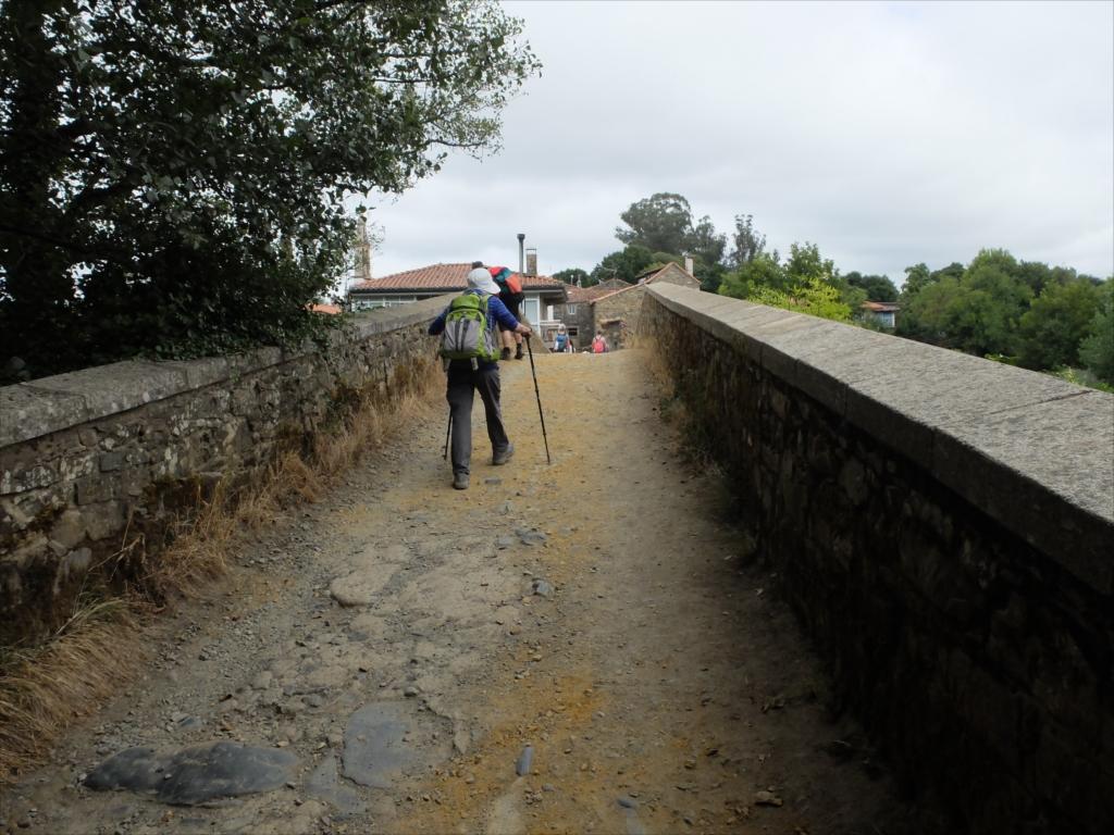 フロレスの街の入口にある中世の石橋_6