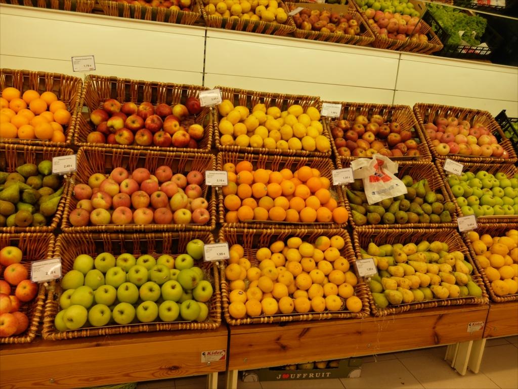 スーパーマーケットの商品陳列_1