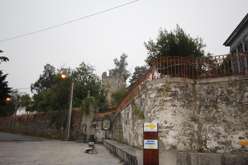 サリアの街の様子_10…サリア城の小塔のようだ