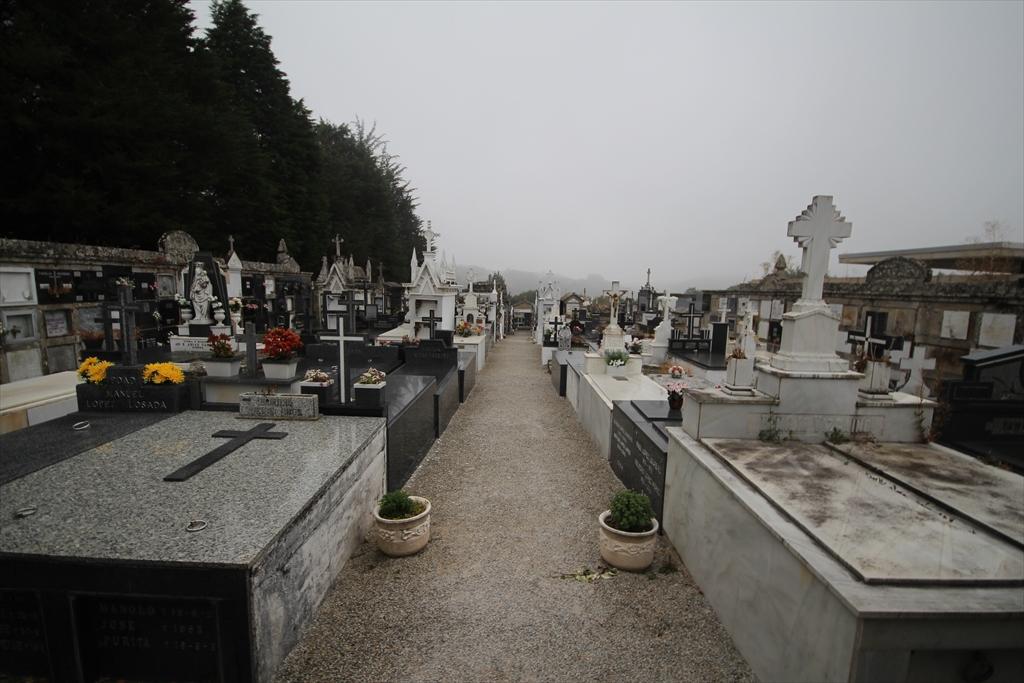 修道院の前の墓地_2