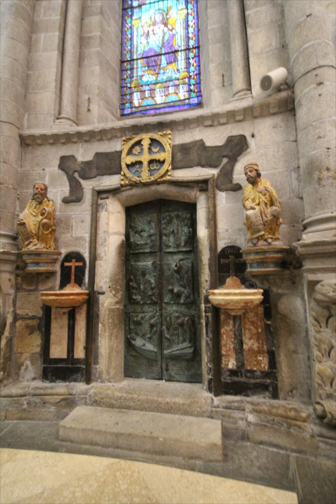 大聖堂内側から見た『聖なる門』_2