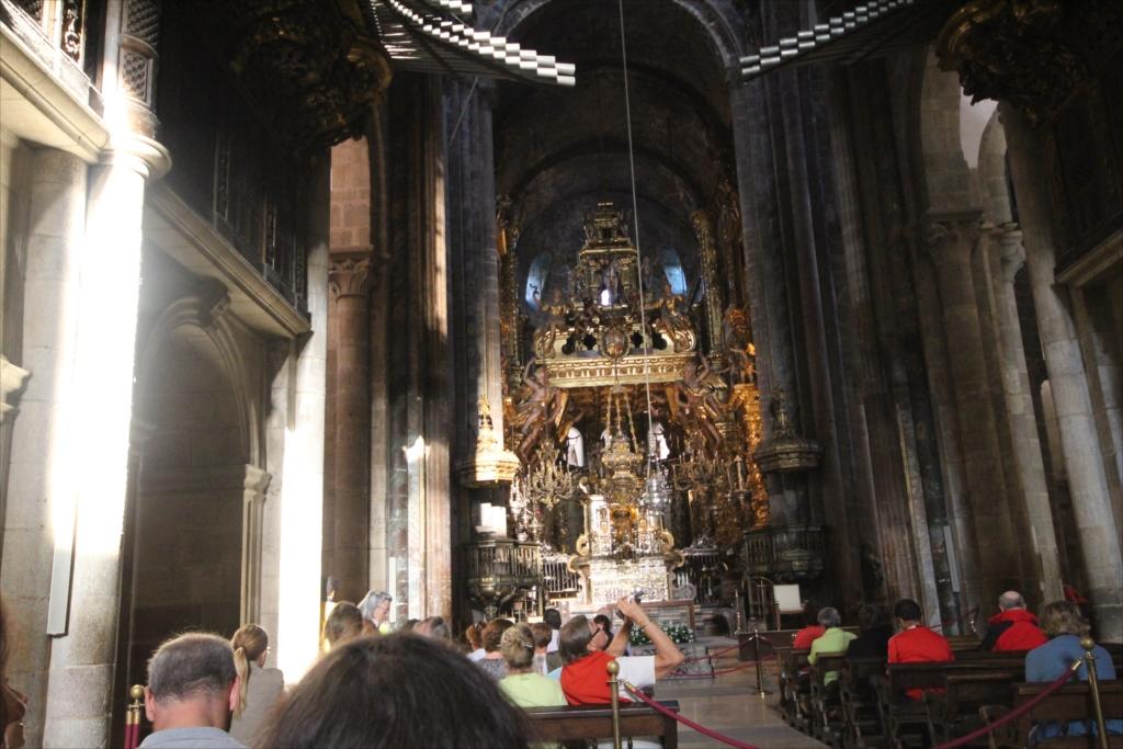 最初に出席したミサでは十字の縦棒の下の中程の部分に着席した_2