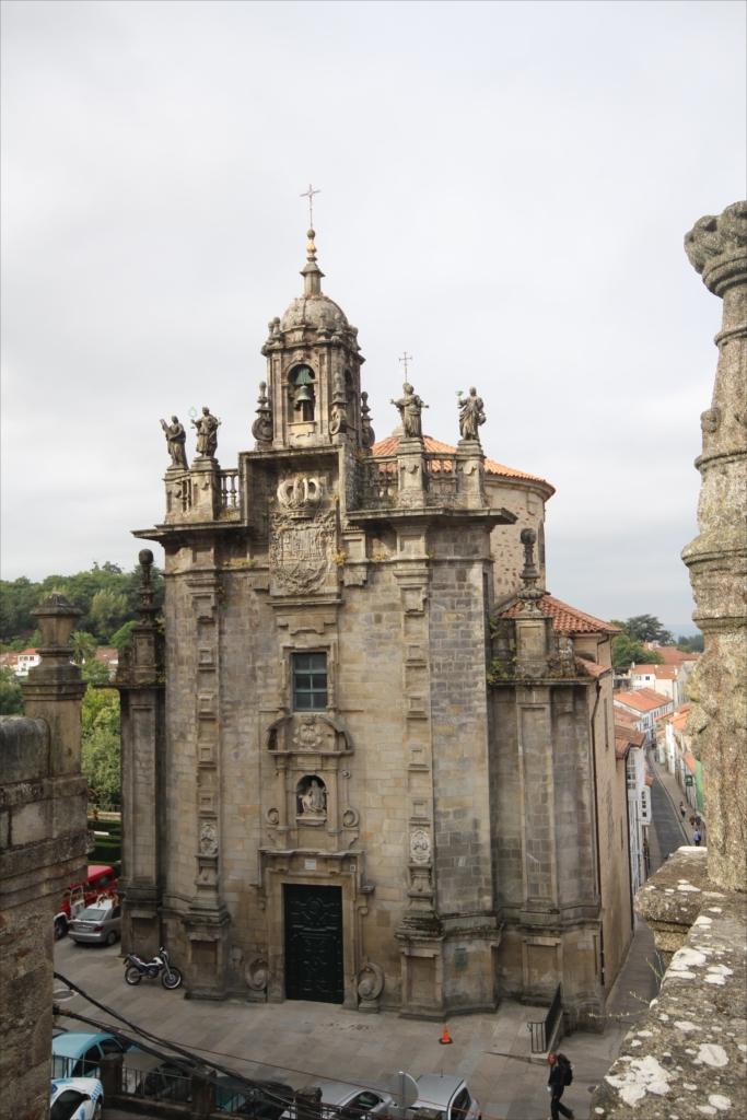 オブラドイロ広場の崖下、自治体庁舎の真後ろになる位置にある教会