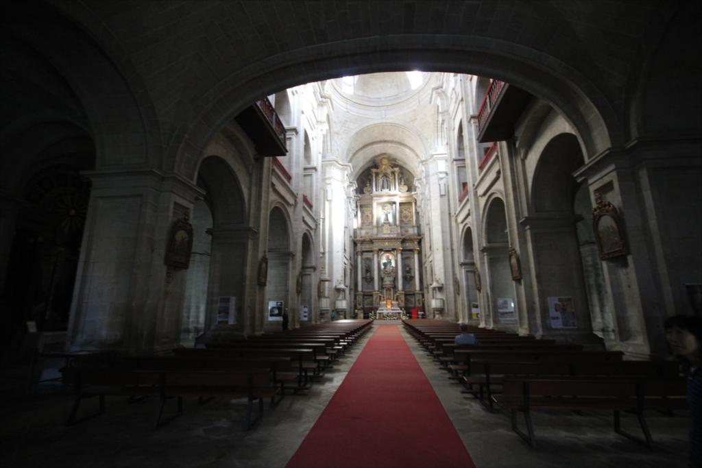 聖堂をまっすぐ最奥部まで進む_1