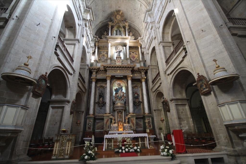 聖堂をまっすぐ最奥部まで進む_5