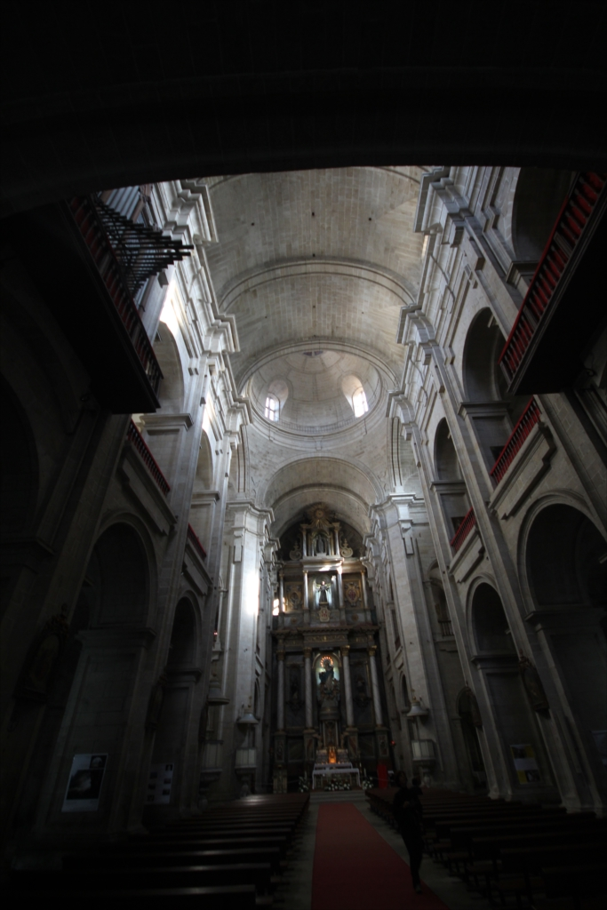 再び入口付近から主祭壇を見る_2