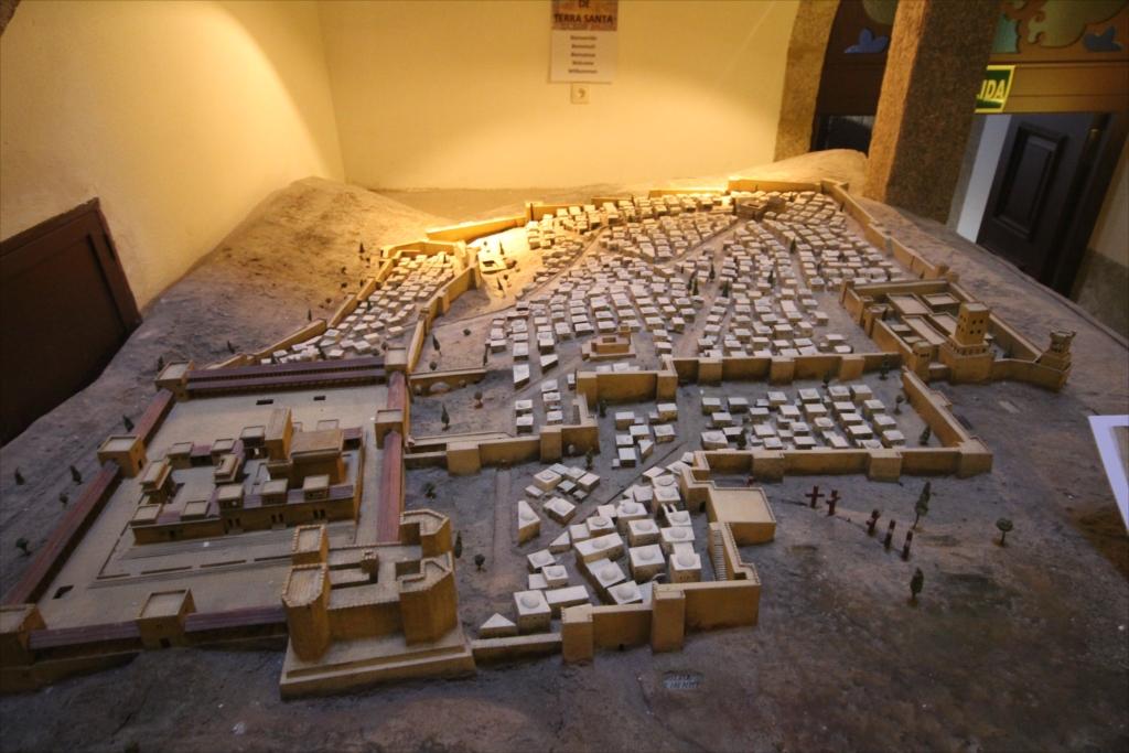 ジオラマは昔のサンチャゴ・デ・コンポステラの様子を示しているのだろうか?_2