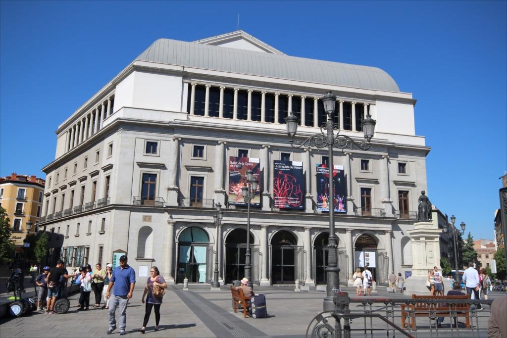王立劇場(オペラハウス)の外観_2