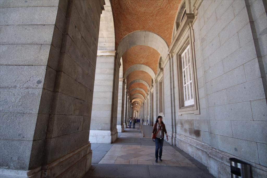 王宮中庭に沿った東側の柱廊_1