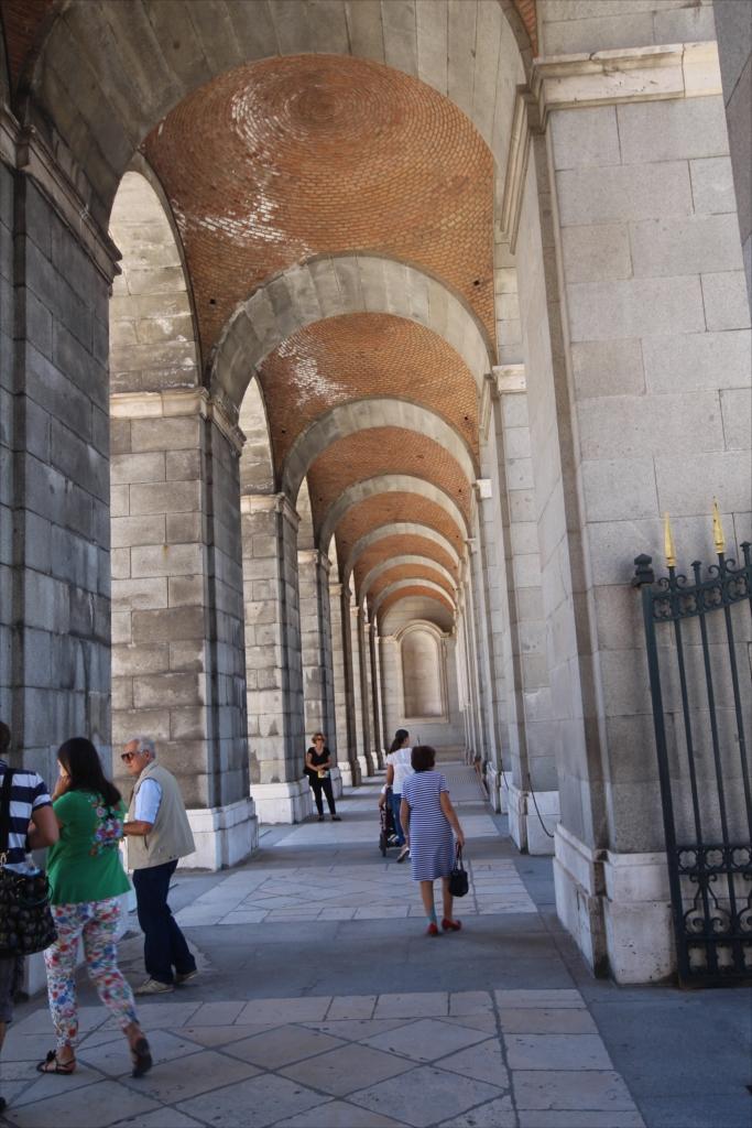 王宮中庭に沿った西側の柱廊