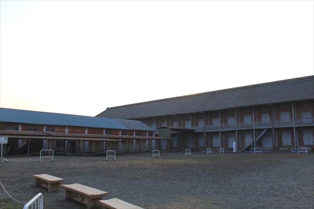 西繭倉庫と副蚕場