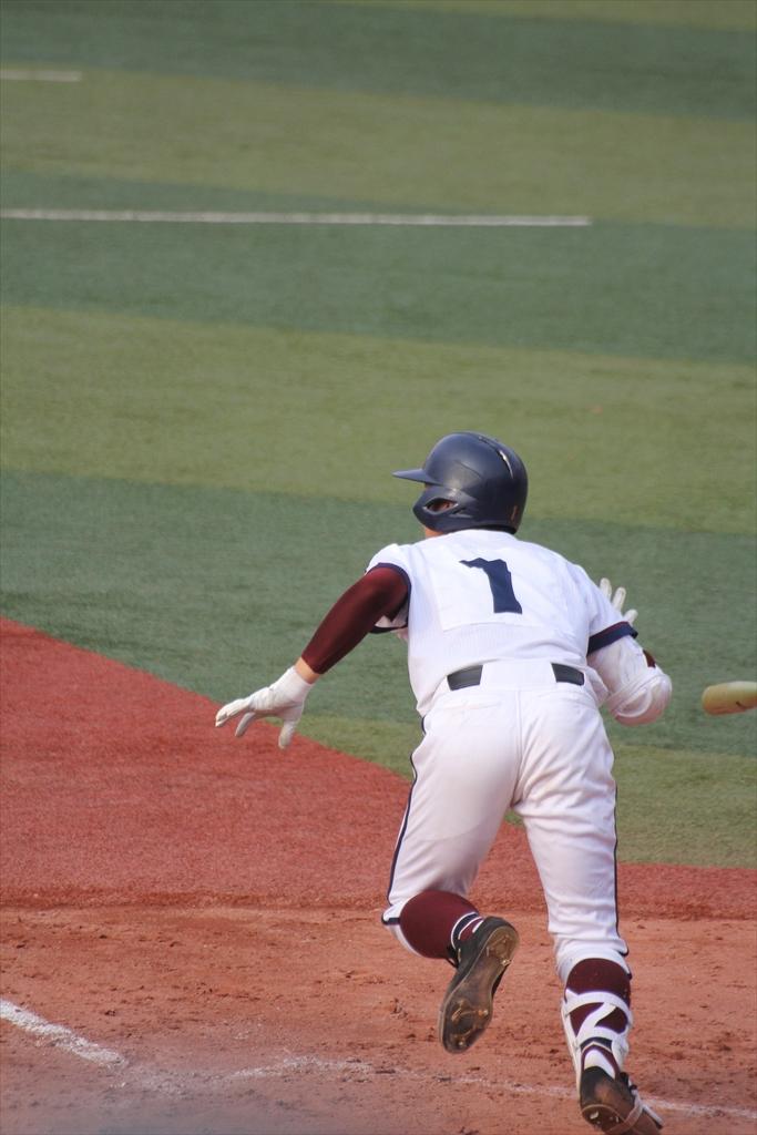 松井、3塁打を放つ_1