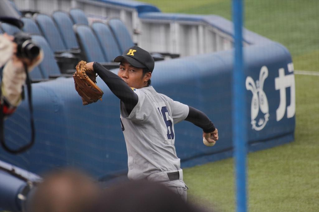 慶応先発高橋投手の投球練習_2