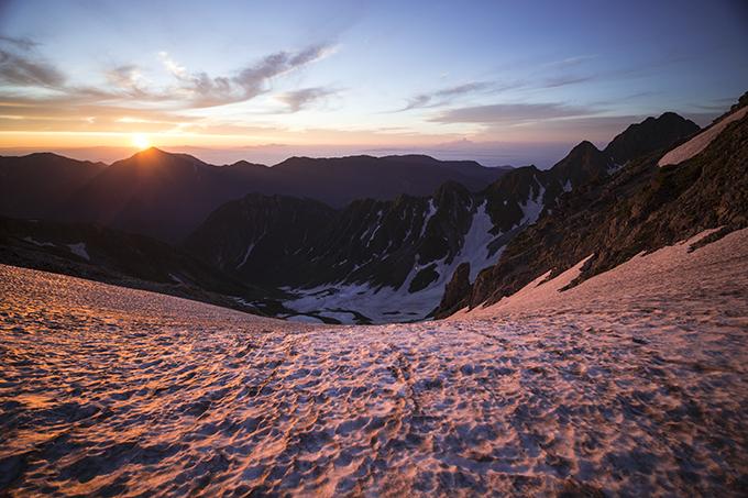 130716 朝陽と雪渓
