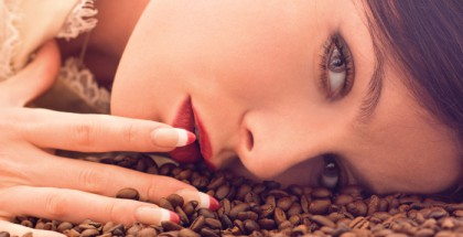 LoveforM-sxc-girl-with-red-lipstick-flirting-420x215.jpg