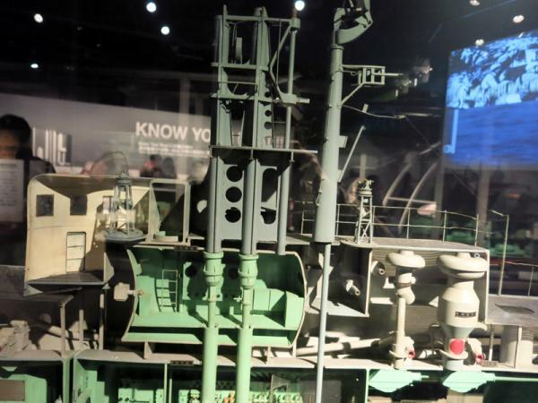 潜水艦艦橋上部カットモデル
