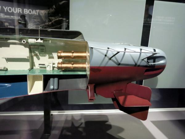 潜水艦船尾部カットモデル